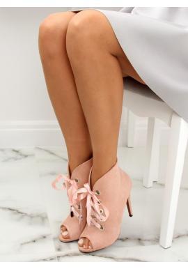 Semišové dámske topánky čiernej farby na podpätku s otvorenou špičkou