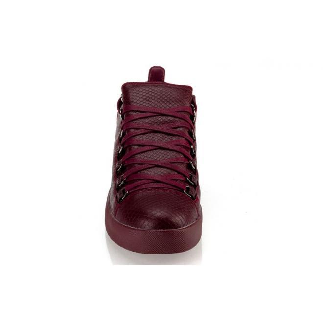 Sneakersy so šnúrovaním pre pánov v bordovej farbe