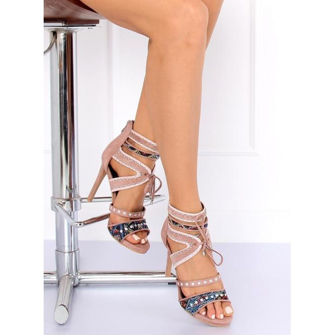 Dámske semišové sandále na podpätku s ozdobnými prvkami v ružovej ... 0d9c204904