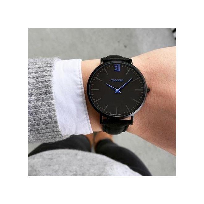 Dámske módne hodinky s modrými prvkami v čiernej farbe - skvelamoda.sk 3956878af6e