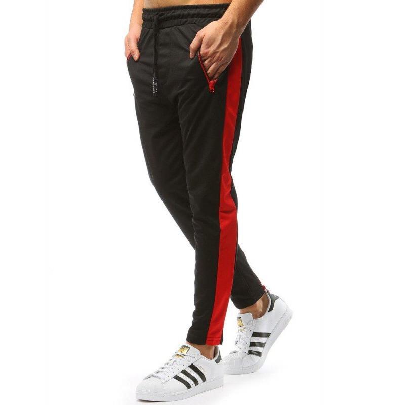 fd9006aa8d70 Čierne štýlové tepláky s červeným pásom na bokoch pre pánov ...
