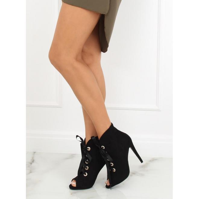 1d9cc726e5872 Semišové dámske topánky čiernej farby na podpätku s otvorenou ...