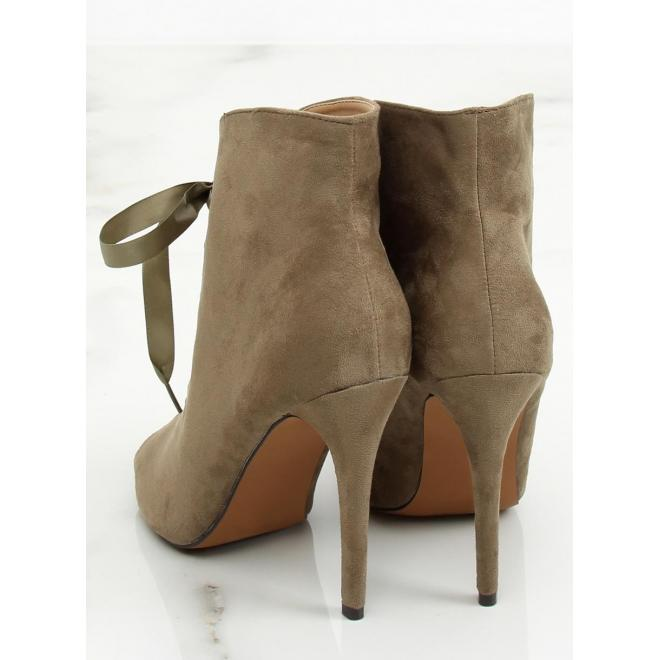bed70059b1 ... Semišové dámske topánky čiernej farby na podpätku s otvorenou špičkou  ...
