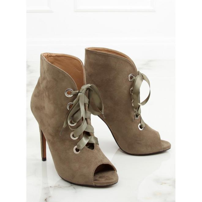 578183d11a Semišové dámske topánky čiernej farby na podpätku s otvorenou špičkou