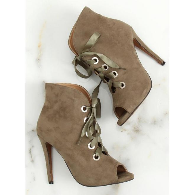 f4bbd94bfa ... Semišové dámske topánky čiernej farby na podpätku s otvorenou špičkou