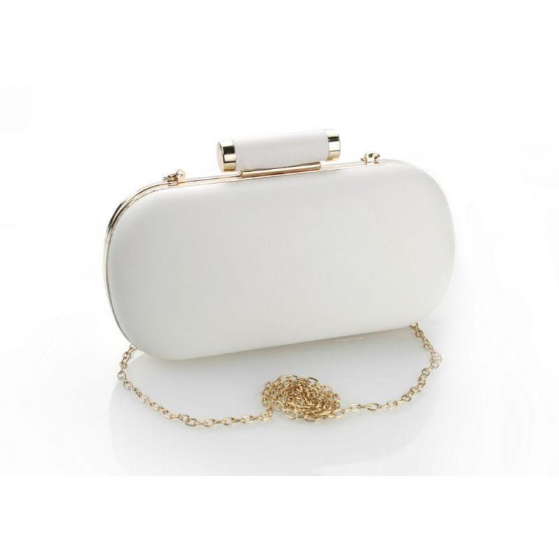 a5fc07daae Dámska spoločenská kabelka so zlatou retiazkou v bielej farbe ...