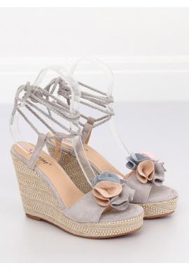 3d9b41bb2e09 Čierne semišové sandále na platforme s farebnou ozdobou pre dámy ...