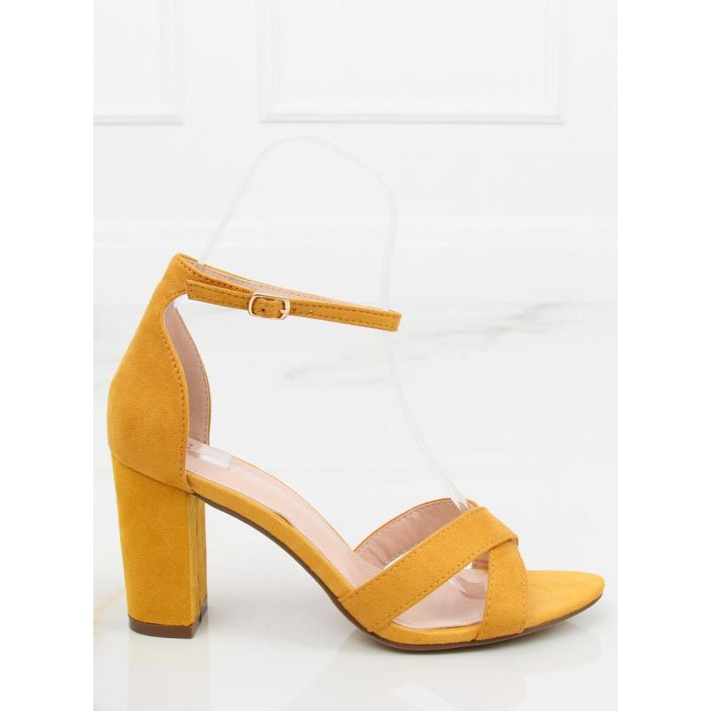 81c7b48fca564 Semišové dámske sandále žltej farby na stabilnom opätku - skvelamoda.sk