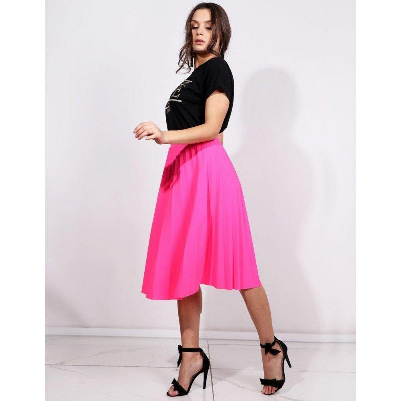 85bbcbb91339 Plisovaná dámska sukňa neónovo ružovej farby pod kolená - skvelamoda.sk