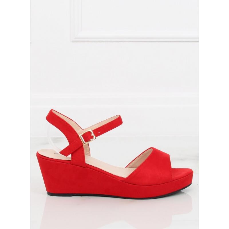 b897f5a962209 Dámske semišové sandále na nízkej platforme v červenej farbe ...