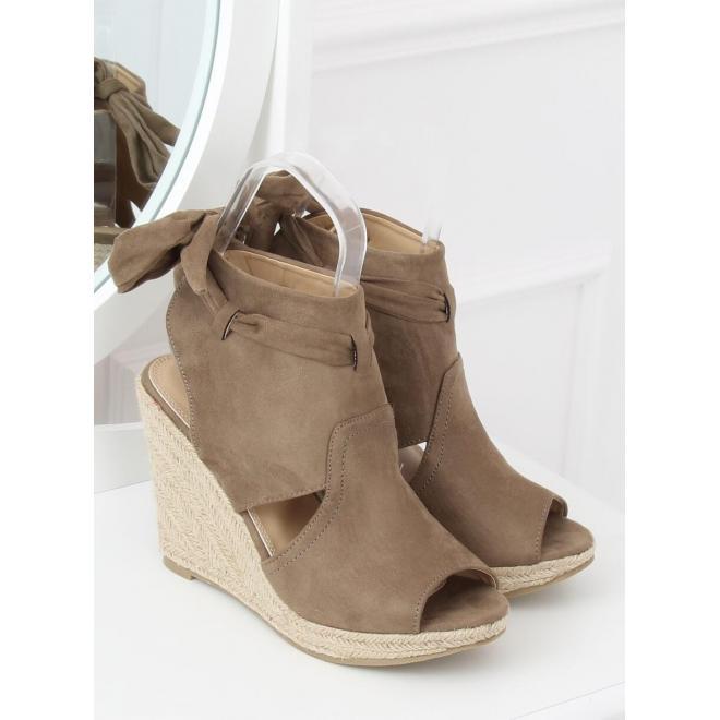 699446eed ... Dámske semišové sandále na podpätku s perlami v sivej farbe ...