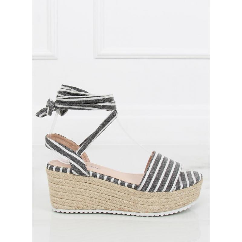 5a4c746cd4e8 Čierno-biele pásikavé sandále na pletenej platforme pre dámy ...