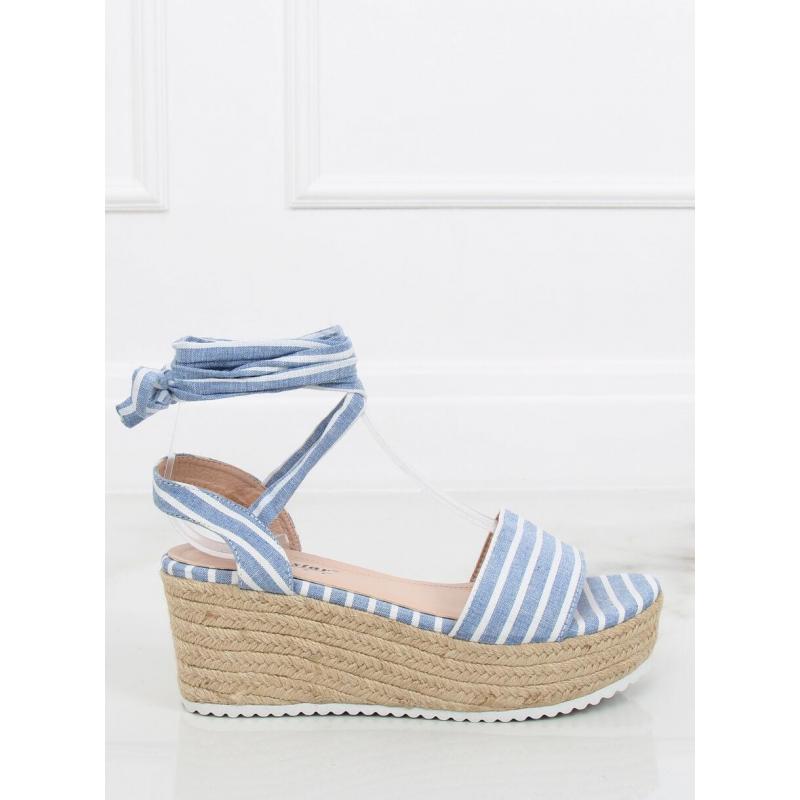 9eb9e1eae2ce Dámske pásikavé sandále na pletenej platforme v modro-bielej farbe ...