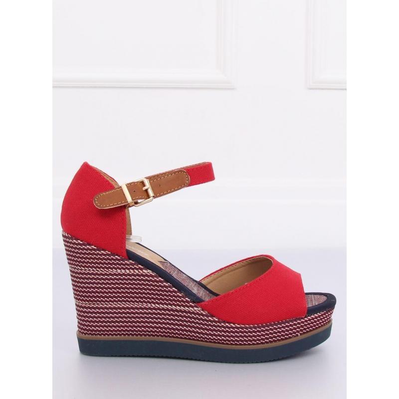 4e45c20df05e Módne dámske sandále červenej farby na platforme - skvelamoda.sk