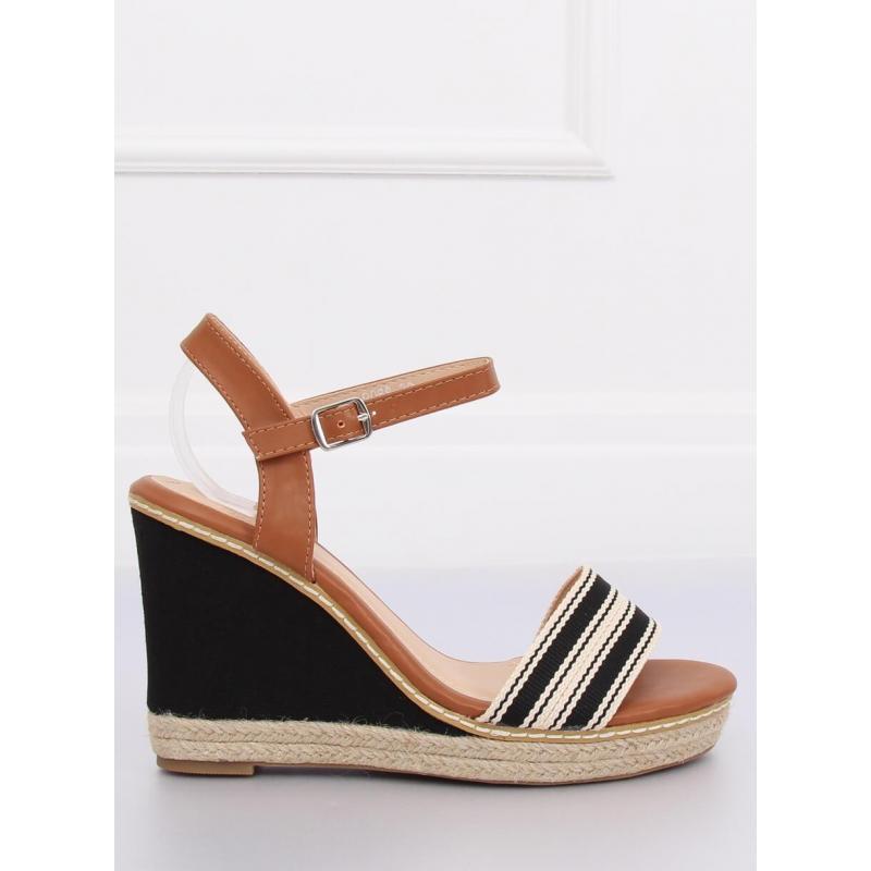 0cc452b6604e8 Dámske letné sandále na platforme v čiernej farbe - skvelamoda.sk