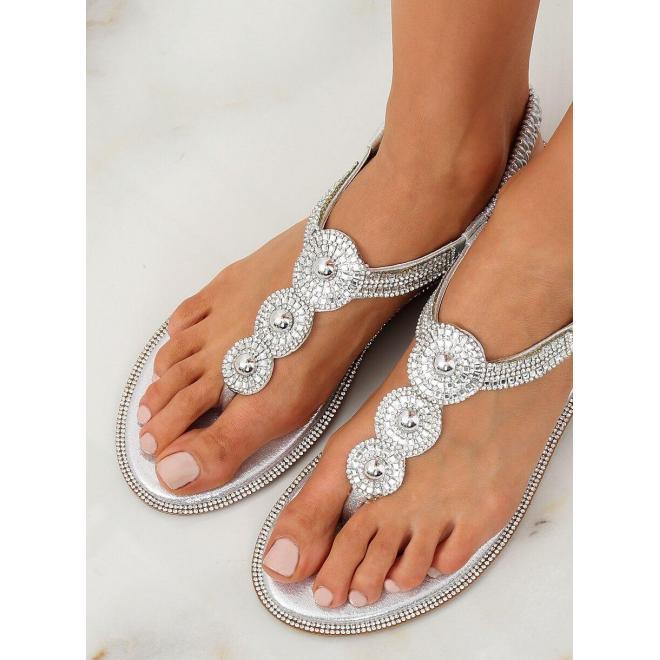 e7568ddaf5dd Metalické dámske sandále striebornej farby s kamienkami - skvelamoda.sk