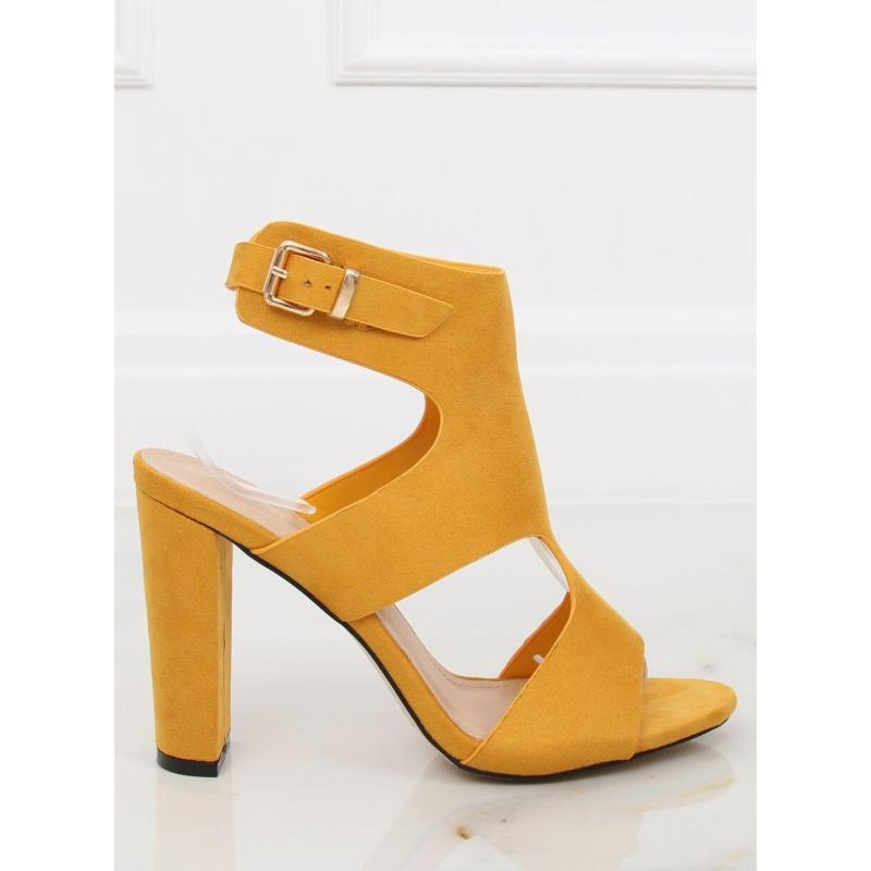 159a359b1 Dámske semišové sandále na stabilnom opätku v žltej farbe. Čierne semišové  sandále na stabilnom opätku pre dámy