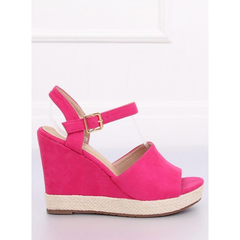 d92866644340 Dámske semišové sandále na platforme v ružovej farbe - skvelamoda.sk