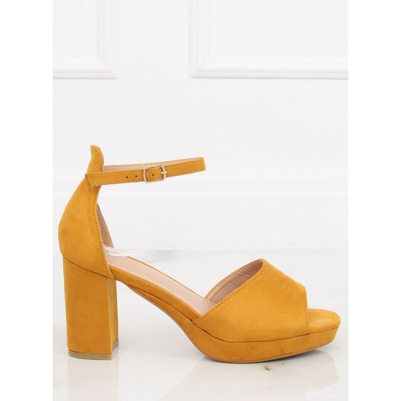 27ca9d9974 Semišové dámske sandále žltej farby na širokom podpätku - skvelamoda.sk