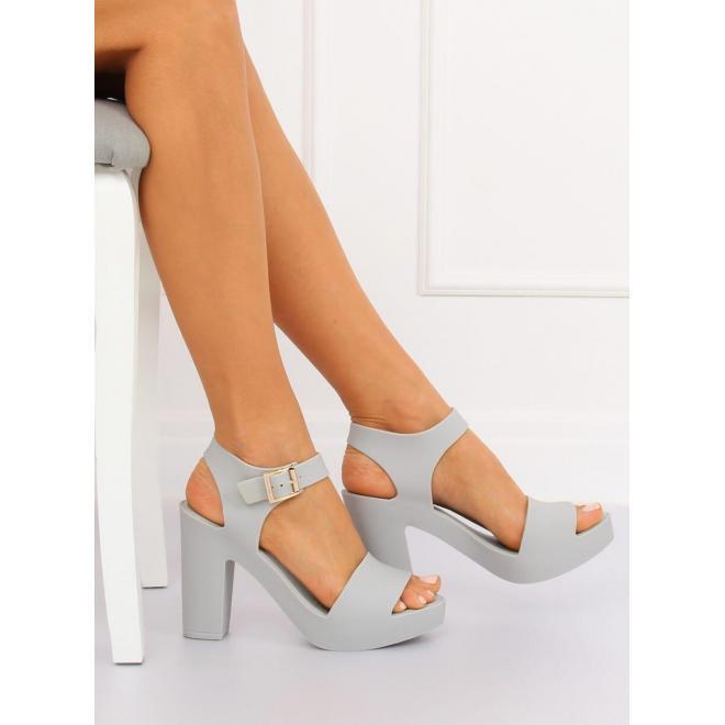 e208df4de166 Dámske gumené sandále na podpätku v sivej farbe - skvelamoda.sk