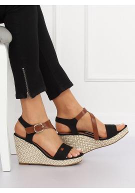 1ad5fcf6c ... Dámske semišové sandále na stabilnom opätku v čiernej farbe