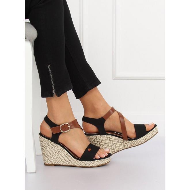 34b1a24ace3d Predchádzajúci. Dámske semišové sandále na stabilnom opätku v čiernej farbe  ...