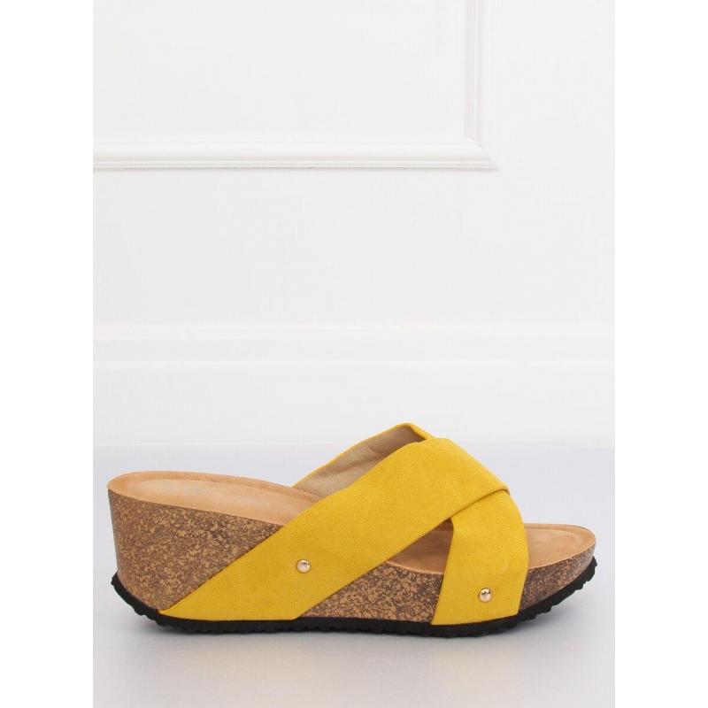 d4fc6712b6701 Dámske semišové šľapky s korkovým opätkom v žltej farbe - skvelamoda.sk