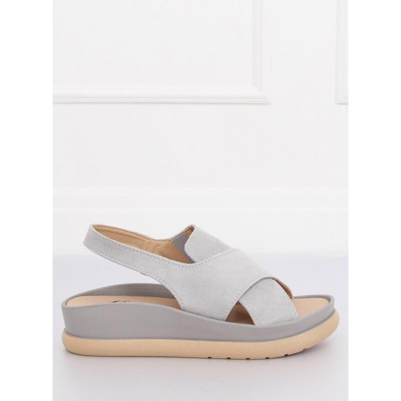 db335c3e9aa6 Semišové dámske sandále sivej farby na gumenej podrážke - skvelamoda.sk