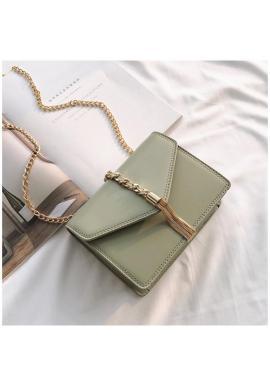 Elegantná dámska kabelka krémovej farby so zlatými doplnkami