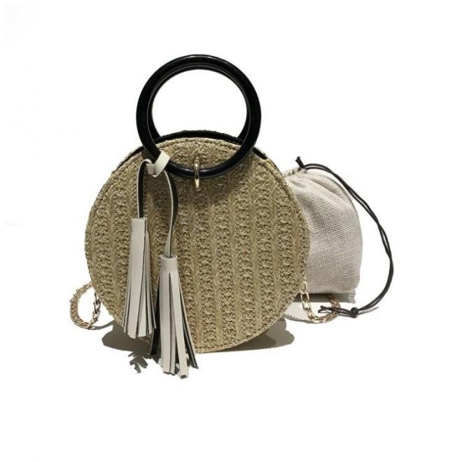 d85adb95a5 Dámska okrúhla kabelka s ozdobnými strapcami v béžovej farbe ...