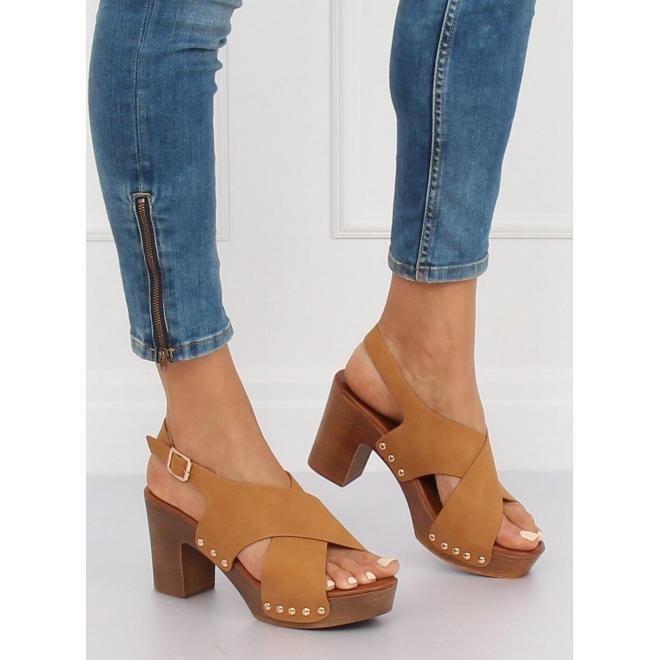 f4297feb01de2 Pohodlné dámske sandále hnedej farby na stabilnom opätku - skvelamoda.sk