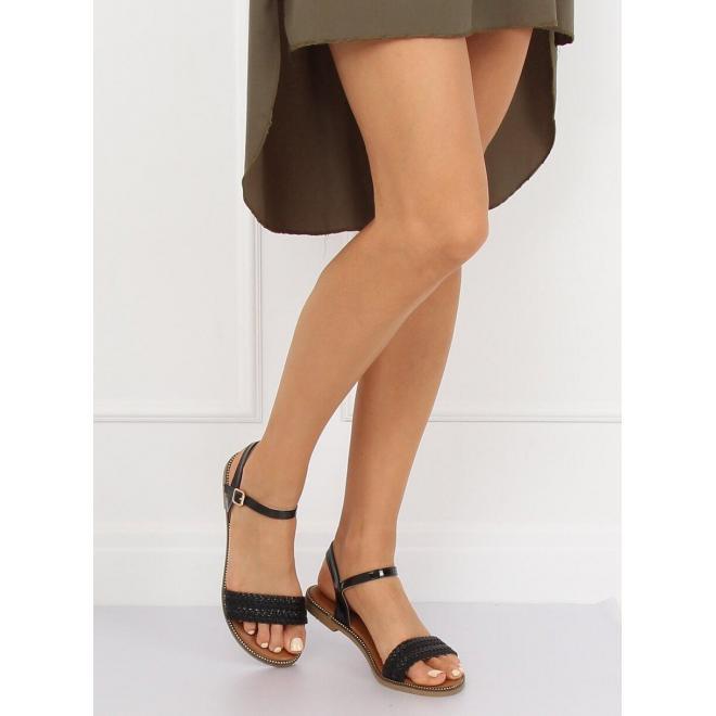 Semišové dámske sandále čiernej farby s asymetrickým strihom