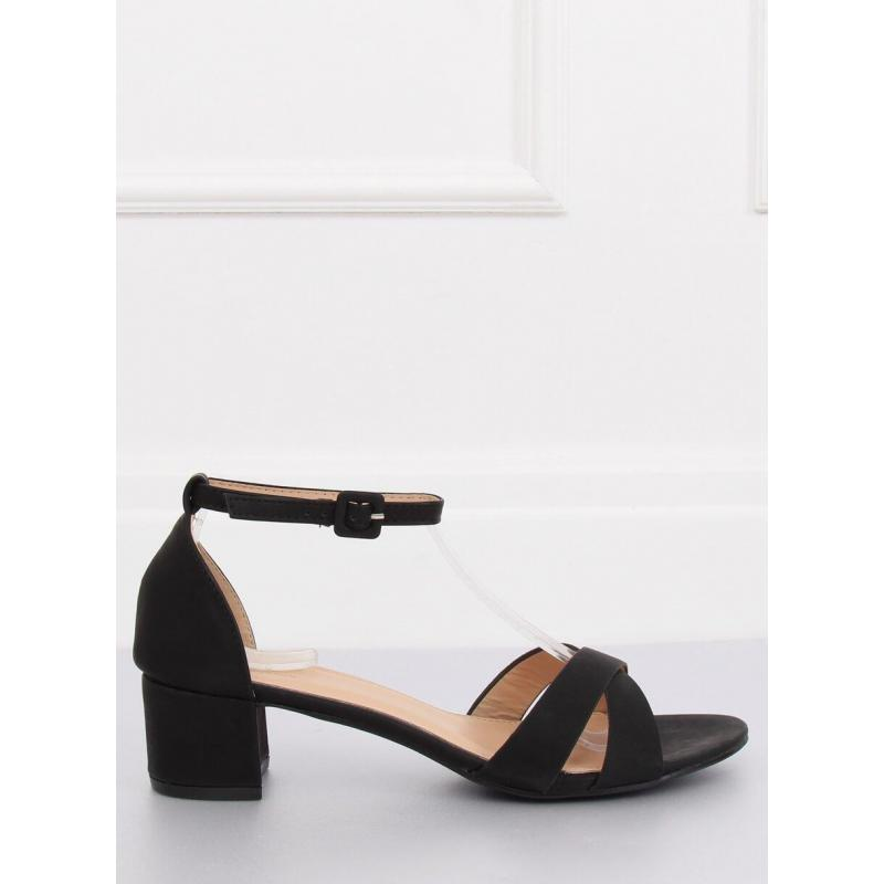 28a4fac777 Matné dámske sandále čiernej farby na nízkom opätku - skvelamoda.sk