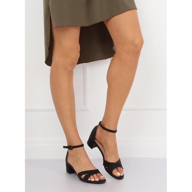 d0dd0bfe29e3c Matné dámske sandále čiernej farby na nízkom opätku - skvelamoda.sk