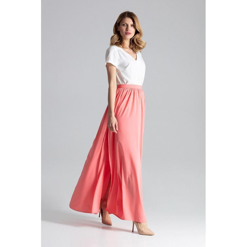 40993f4a8542 Dámska dlhá sukňa s nariasením v páse v korálovej farbe - skvelamoda.sk