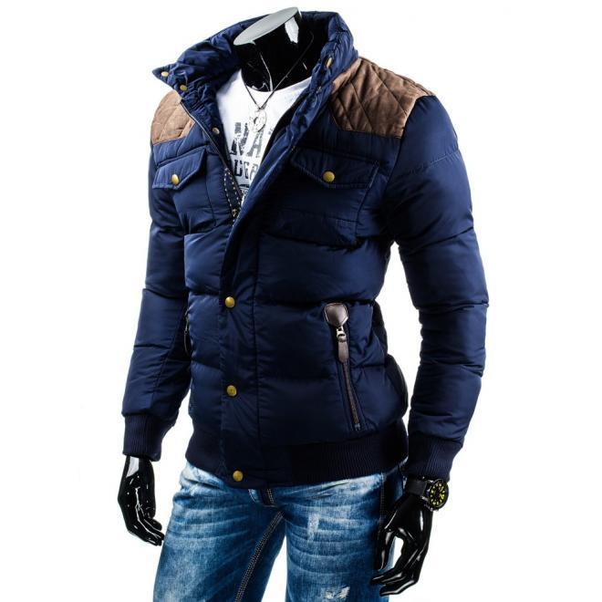 Čierna pánska bunda na zimu s károvaným vnútrom kapucne