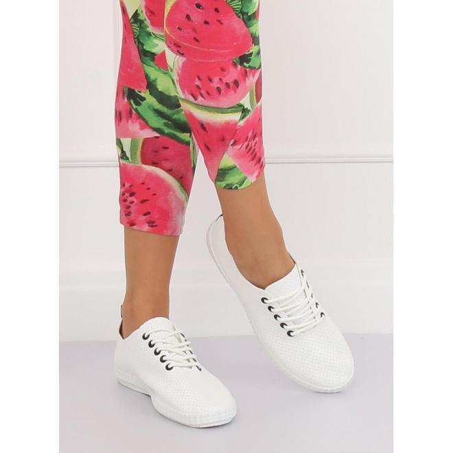 Dámske pohodlné tenisky s dierkovanou textúrou v bielej farbe
