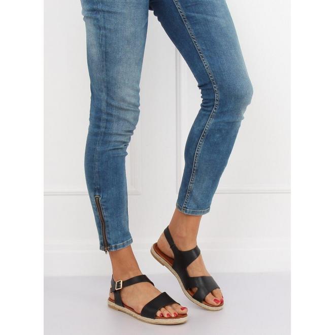 Dámske asymetrické sandále v čiernej farbe