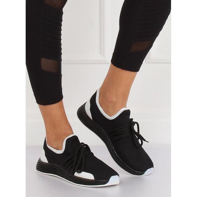 Čierne štýlové tenisky s kontrastnými prvkami pre dámy