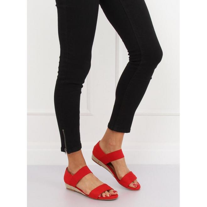 Dámske semišové sandále s jemným vyvýšením v červenej farbe