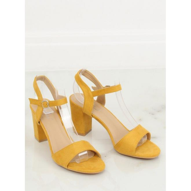 Semišové dámske sandále žltej farby na podpätku