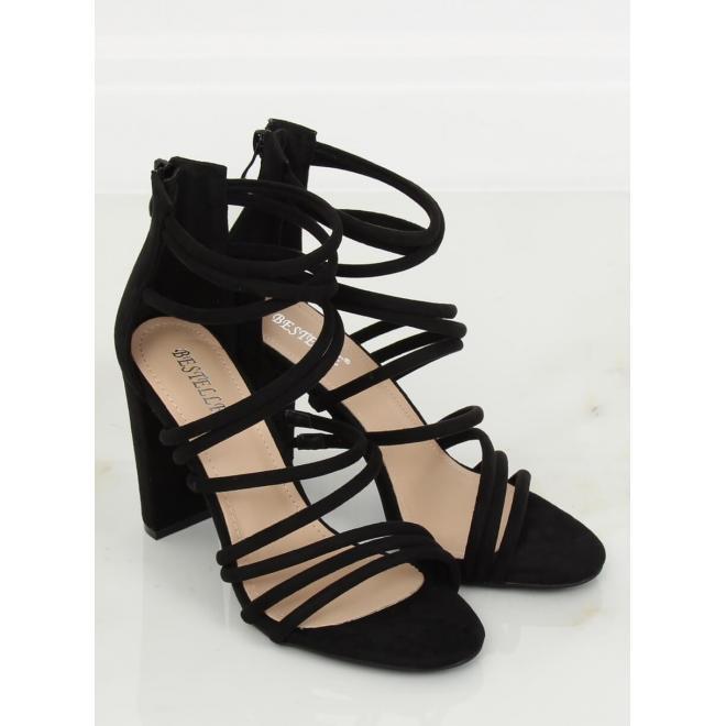 Dámske semišové sandále na podpätku v čiernej farbe