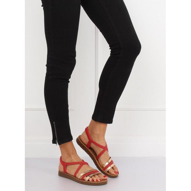 Pohodlné dámske sandále červenej farby s metalickými prvkami