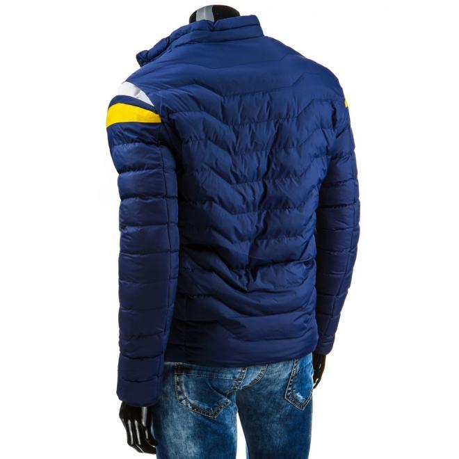 Prešivaná pánska bunda so zapínaním na zips v modrej farbe