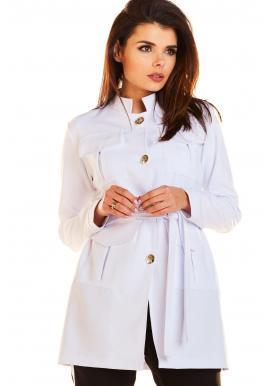Módny dámsky plášť bielej farby vo vojenskom štýle