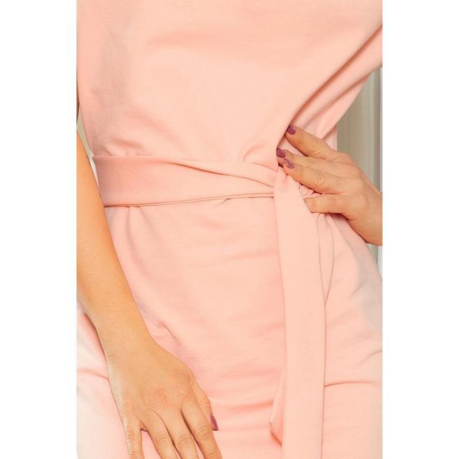 Asymetrické dámske šaty broskyňovej farby s opaskom
