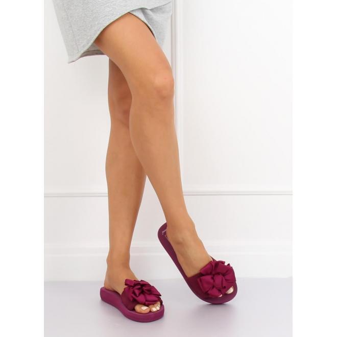 Čierne módne šľapky na penovej podrážke pre dámy