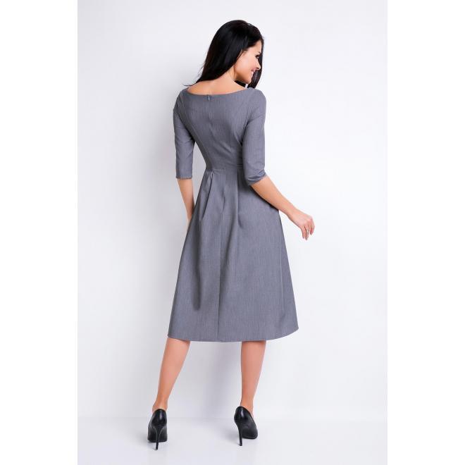 Dámske šaty sivej farby s rozšírenou sukňou