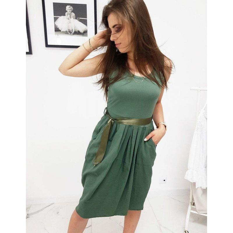 b492fd2b8 Pohodlné dámske šaty kaki farby s viazaním v páse - skvelamoda.sk