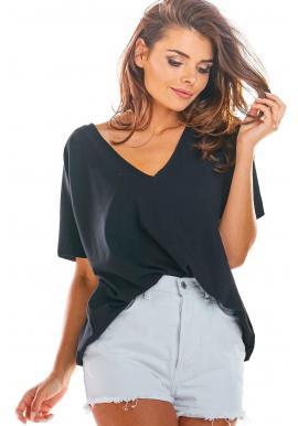 Voľné dámske tričko čiernej farby s hlbokým výstrihom